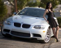 donna e automobile