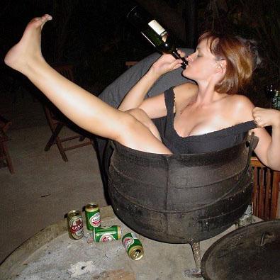 Risultati immagini per donna ubriaca