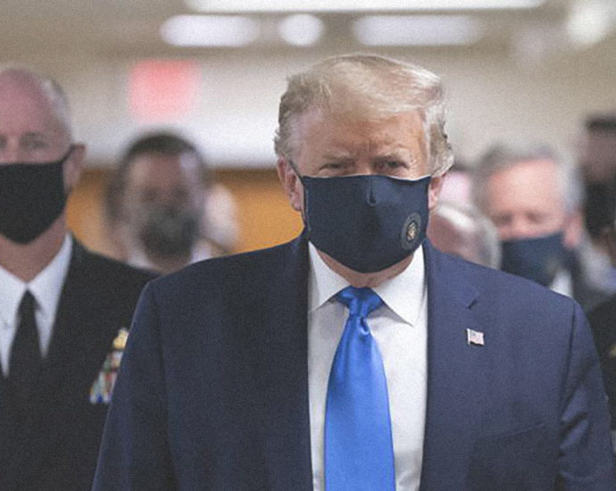 Trump con mascherina