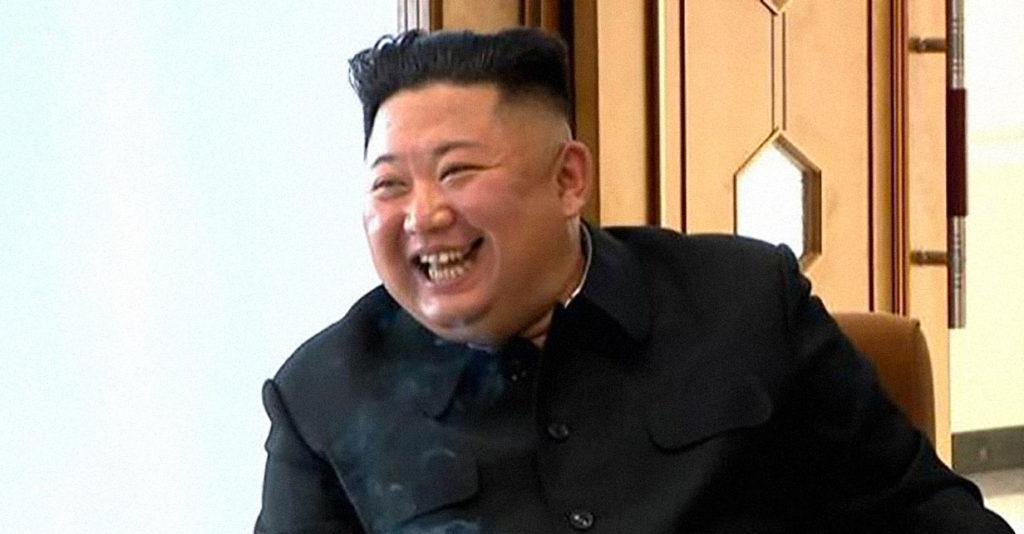 Kim Jong-un beffa sorridente