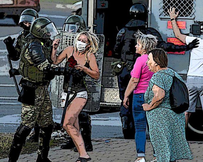 Bielorussia manifestanti polizia