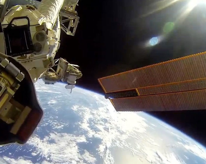 astronauti Nasa ISS passeggiata nello spazio