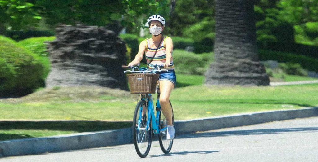 bicicletta ragazza mascherina