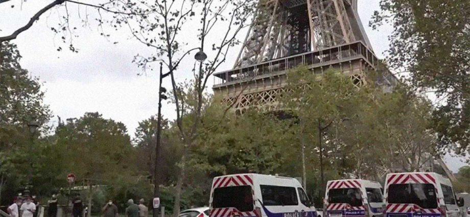 Torre Eiffel allarme bomba Parigi