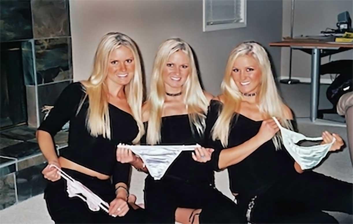 tre gemelle presentano indumenti intimi