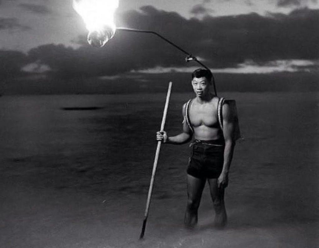 Pesca di notte alle Hawaii
