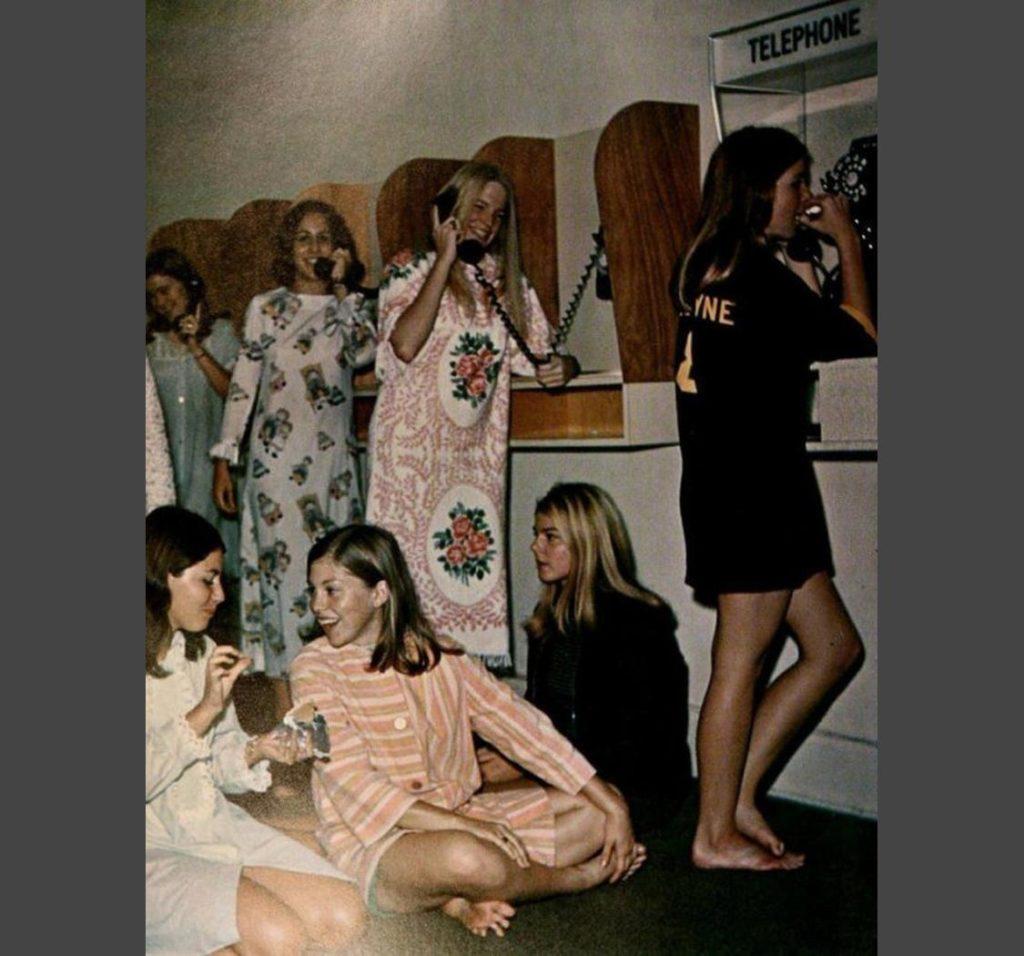 Collegamento con la famiglia, anni '70